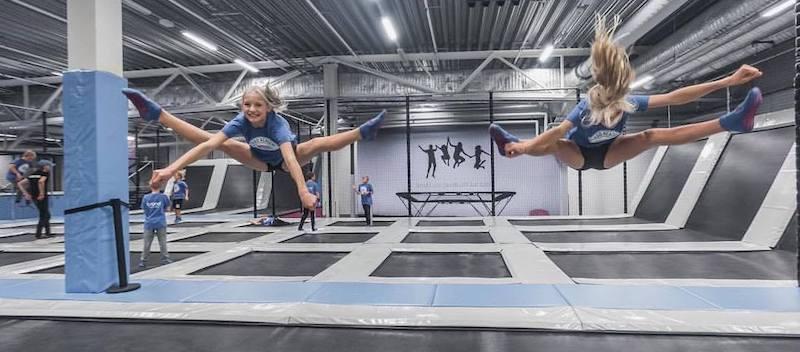 Split på Turbo Sport Zones trampolinpark